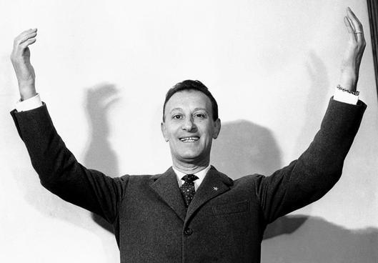 Sanremo-1954-il-presentatore-Nunzio-Filogamo_gal_landscape