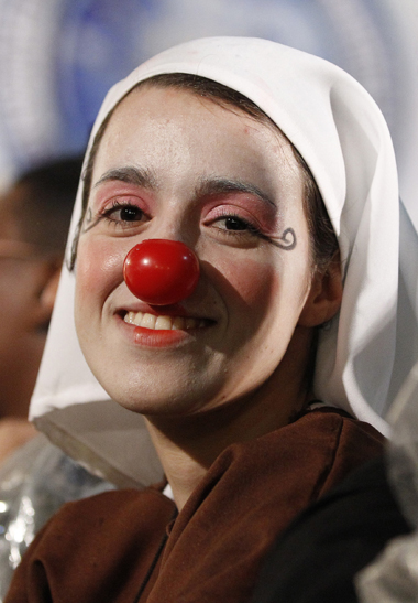 Nun in clown face smiles as pope meets with patients, others at hospital in Rio